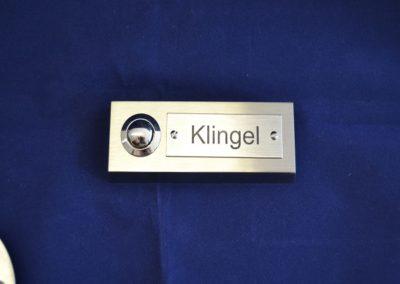 Edelstahl-Klingelschild-mit-Laser-Gravieren