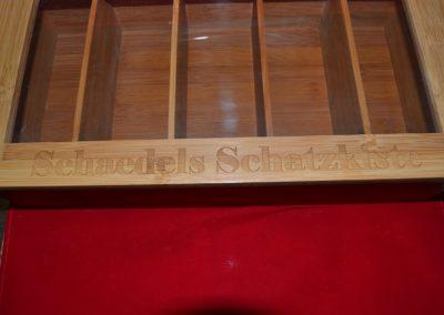 Gravur-Hamburg-Holz-gravieren-Schatzkiste