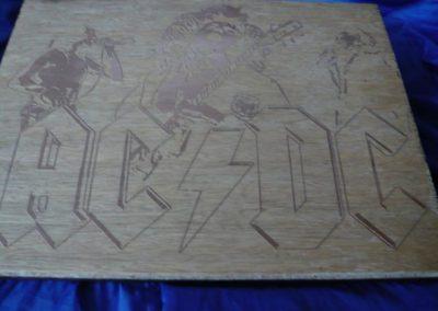 Motiven und Buchstaben auf Holz  Gravurplatte