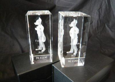 Bei der Pokalgravur können Texte, Bilder oder Logos aufgebracht ...