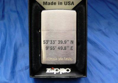 Sie können Ihr Zippo mit einem Text oder einem Bild gravieren lassen