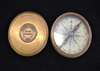 Taschen-Kompass-aus-Messing-mit-Lasergravur
